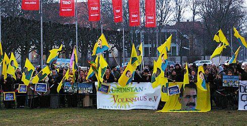 Zgromadzeni w pobliżu hanowerskiego centrum wystawowego przedstawiciele mniejszości kurdyjskiej nawoływali m.in. za utworzeniem niepodległego państwa Kurdystan. Turcja jest partnerem targów CeBIT 2011.