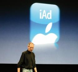 STEVE JOBS prezentujący w zeszłym roku możliwości nowego systemu operacyjnego iOS 4. Już w radzie nadzorczej nadal ma doradzać zarządowi Apple m.in. w zakresie kierunków rozwoju oferty i strategii rynkowej koncernu.