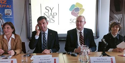 (od lewej) Maria Wroniszewska z Fundacji Synapsis; Steen Hommel, Ambasador Danii; Steen Thygesen, prezes Fundacji Specialisterne; Lidia Mikołajczyk-Gmur, dyrektor generalna Velux Polska
