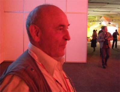 Pan Ewdard kupuje przez sieć i odsprzedaje dalej, zwłaszcza jak ma konkretne zamówienie
