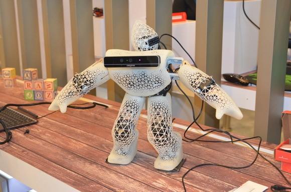 Robot z zainstalowaną kamerą RealSense