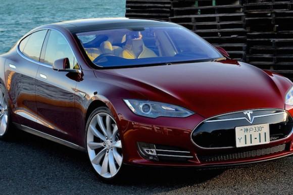 Akcje Tesli w dół ze względu na negatywne oceny samochodu Model S