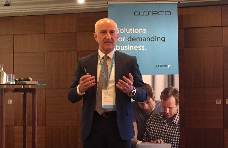 Josef Klein podczas prezentacji strategii Asseco International na konferencji w Bratysławie.