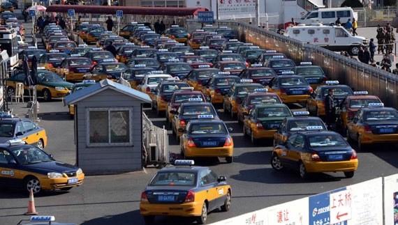 W marcu 2017 r. Volkswagen rozpoczął współpracę z D-Wave, aby za pomocą komputera kwantowego wypracować optymalny przepływ ruchu dla 10 tys. taksówek w Pekinie.