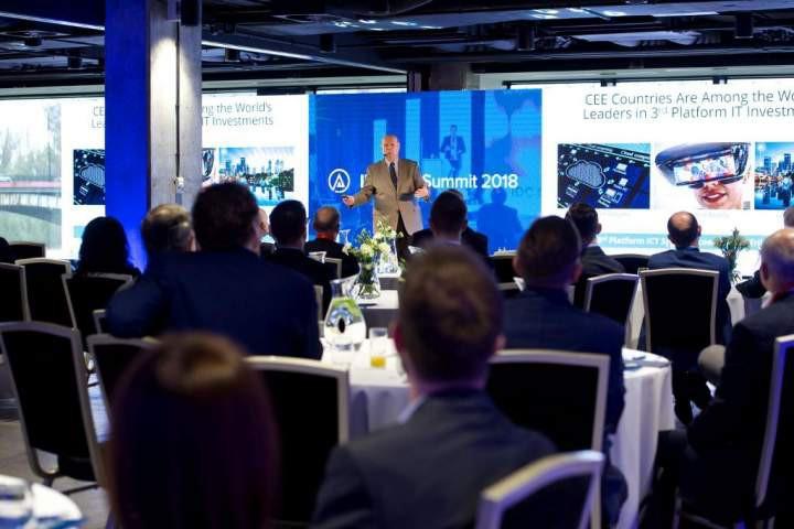 Joseph Pucciarelli podczas wystąpienia na IDC CIO Summit 2018 w Warszawie.