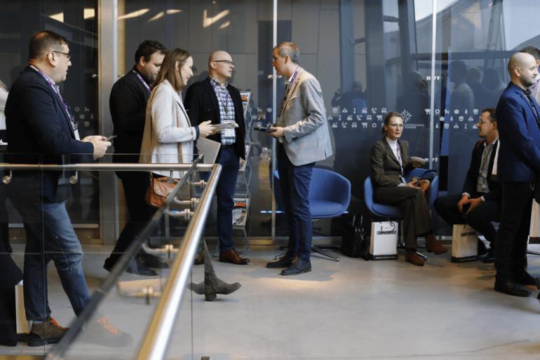 Konferencja była okazją do rozmów i wymiany opinii między specjalistami z różnych firm. Źródło: Computerworld IDG Poland.