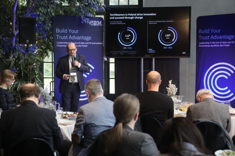 """Jarosław Szymczuk, dyrektor generalny IBM Polska i Kraje bałtyckie, omawia wyniki badania IBM C-Suite Study """"Build Your Trust Advantage"""""""