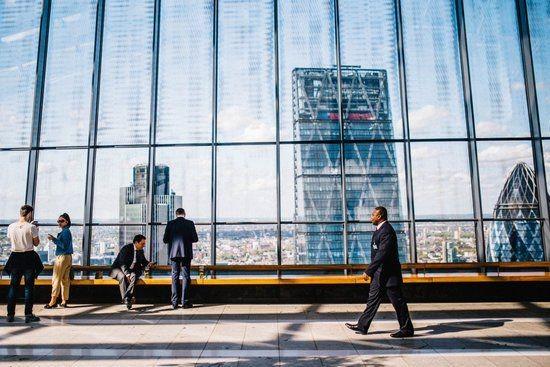 Pozycja ekspertów IT na rynku pracy – wciąż bardzo silna, chociaż nie bez strat