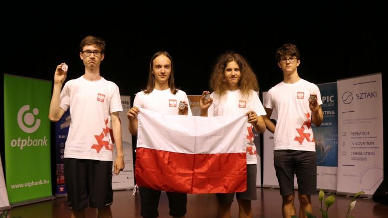 Wielki sukces polskich uczniów w Środkowoeuropejskiej Olimpiadzie Informatycznej
